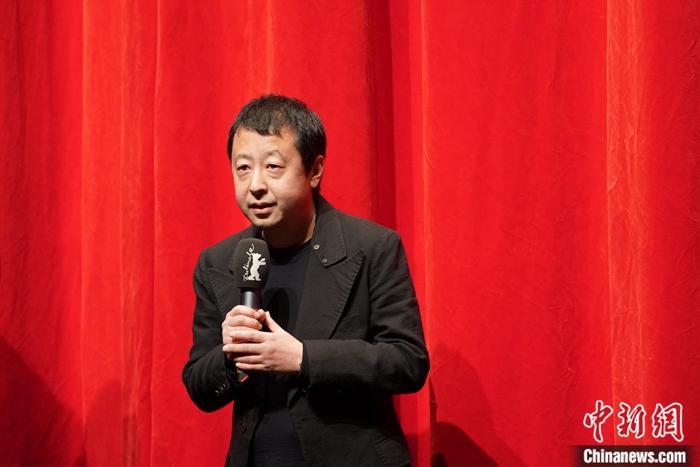 """贾樟柯:""""用电影让世人看到中国人仍然站立着"""""""