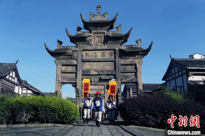 """海内外知名摄影师走进四川隆昌 领略""""中国石牌坊之乡""""之美"""